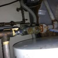 焼津市八楠 給湯機配管水漏れ