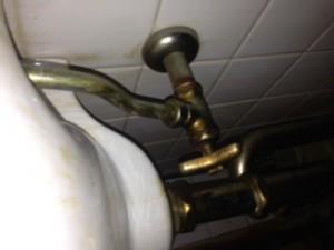 島田市金谷町、洗面下給水菅水漏れ修理