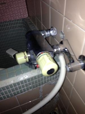 島田市船木 浴室水栓交換(作業前)