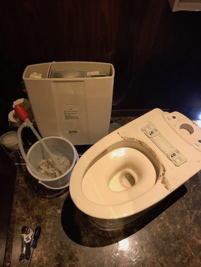 島田市大津通  洋式トイレ脱着作業