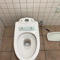 岡市葵区清閑町 洋式トイレ脱着作業