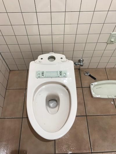 静岡市葵区清閑町  洋式トイレ脱着作業